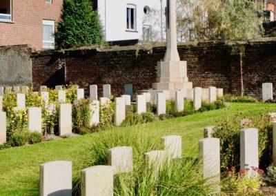The grave of 57710 Sapper Burchall Dinham-Peren at Cahrleroi Communal Cemetery.