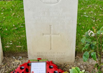 The headstone of 1540 Gunner Ronald Eedy at Perth Cemetery (China Wall), Belgium.