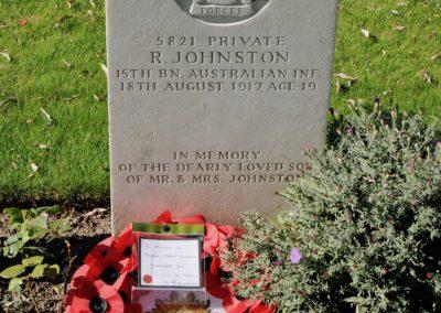 The headstone of 5821 Private Robert Johnston at Messines Ridge British Cemetery.