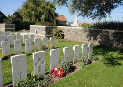 The grave of 5821 Private Robert Johnston at Messines Ridge British Cemetery.