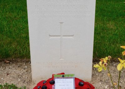 The grave of 7794A Private Henry Williamson in Daours Communnal Cemetery Extension.