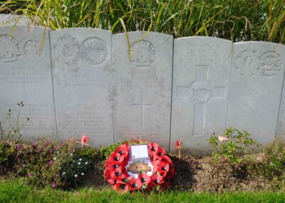 The grave of 6098 Private Lionel Longhurst at Longuenesse (St. Omer) Souvenir Cemetery, France.