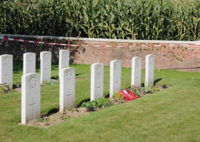 The grave of 3033 Lance Corporal Walter Potts at Derry House Cemetery No.2, Belgium.